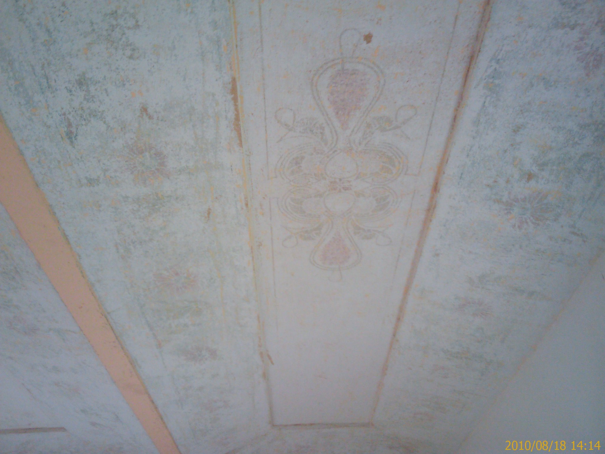 Gele Slaapkamer : Met het schoonmaken van het gele plafond in de ...